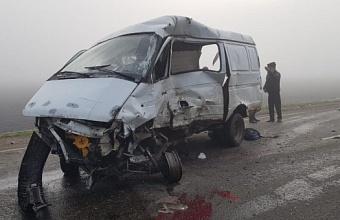 На Кубани в ДТП с КАМАЗом погибли шесть человек