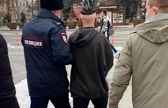В центре Краснодара задержали молодого блогера
