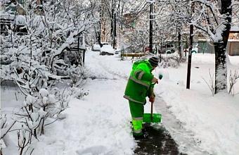 У управляющих компании Краснодара потребовали расчистить от снега придомовые территории