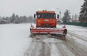 В ликвидации последствий снегопада на Кубани задействовано 235 ед. техники