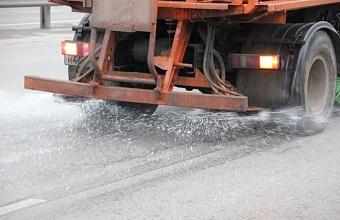 Дороги Краснодара обработали 37 тоннами песко-соляной смеси