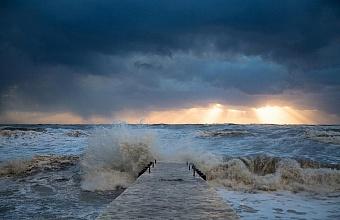В Сочи отменили Крещенские купания из-за шторма