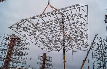 Смонтирован первый элемент на кровле нового терминала аэропорта в Геленджике
