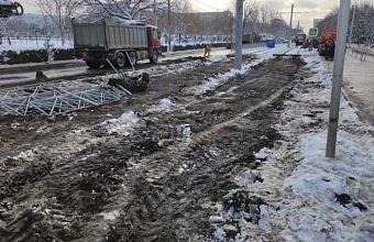 На пересечении улиц Московской и Солнечной в Краснодаре демонтировали контактную сеть