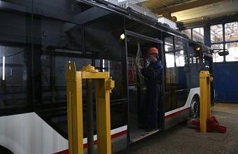 В Краснодаре начали собирать первый троллейбус