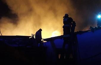 Пожар на площади 1000 кв. м произошел в Динском районе