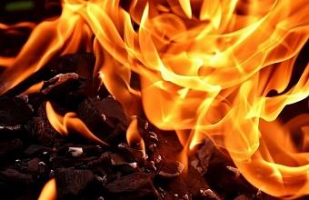 В Краснодаре ночью загорелся частный дом