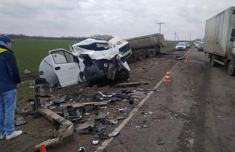 На Кубани в ДТП с участием большегруза погиб водитель «Газели»
