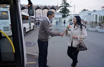 В Сочи 8 марта проезд для женщин в общественном транспорте сделали бесплатным