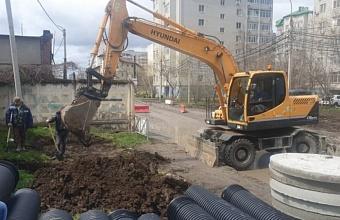 На участке ул. Черкасской в Краснодаре идут работы по строительству ливневки