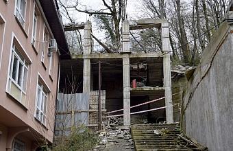 В Сочи проводят демонтаж 12 объектов самовольного строительства