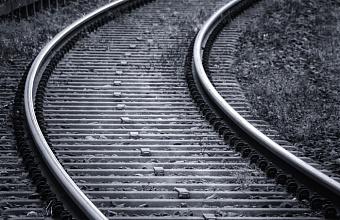 В Сочи на железнодорожных путях погибла пожилая женщина