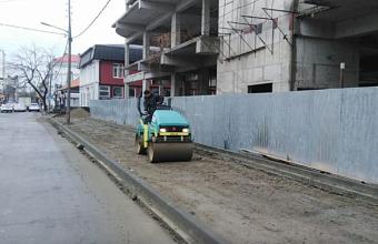 В Краснодаре на ул. Карасунской обновят два километра тротуаров