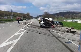 На Кубани в массовой аварии погиб водитель микроавтобуса