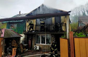 Пожар в двухэтажном доме произошел в Сочи