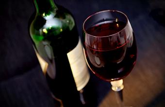 На Кубани предложили ужесточить наказание за торговлю контрафактным алкоголем
