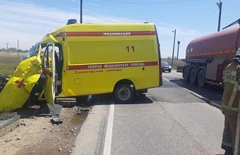 На Кубани столкнулись скорая помощь и локомотив, есть пострадавшие