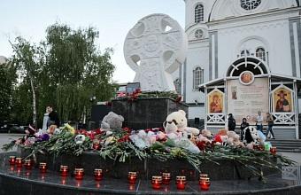 В Краснодаре прошла панихида в память о погибших в казанской гимназии