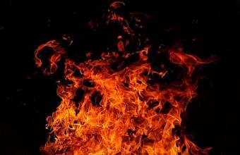 В Краснодаре загорелось складское помещение по ул. Ростовское шоссе