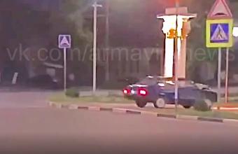 Полицейские задержали водителя, устроившего дрифт в сквере Армавира