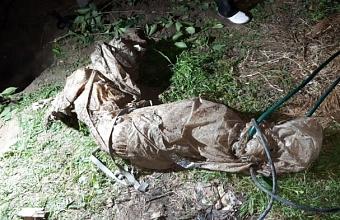 Житель Новороссийска убил топором знакомого и закопал тело в огороде