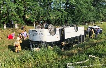 На Кубани перевернулся рейсовый автобус, пострадали 7 человек