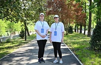 Volunteers Help Set a Record