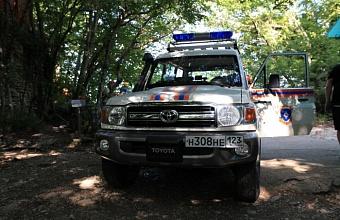 В Сочи спасатели эвакуировали из леса туристку с травмой ноги