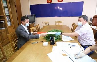 Евгений Первышов подал документы для участия в выборах в Госдуму