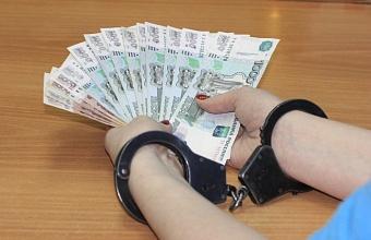 В Сочи налогового инспектора обвинили в получении взятки в 3 млн рублей