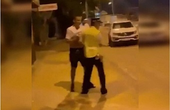 В Ейске возбуждено уголовное дело на мужчину, перекинувшего сотрудника ДПС через бедро