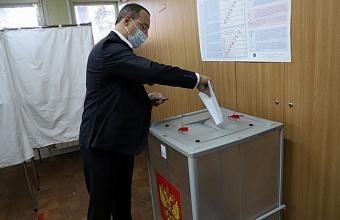 Юрий Бурлачко проголосовал на выборах депутатов Госдумы РФ