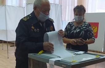 В Ейске на избирательном участке проголосовал 95-летний ветеран