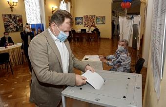 В Сочи проголосовал народный артист РФ Игорь Бутман