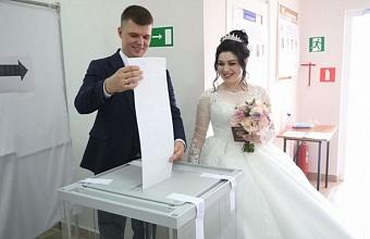 Молодожены из Тбилисского района проголосовали на выборах сразу после заключения брака