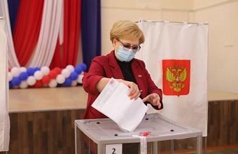 Председатель городской Думы Краснодара Вера Галушко проголосовала на выборах