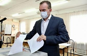 В станице Динской проголосовал губернатор Вениамин Кондратьев