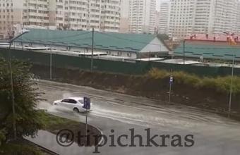 В Краснодаре подтопило ремонтируемую улицу Черкасскую