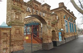 В Приморско-Ахтарске здание краеведческого музея внесли в список памятников архитектуры