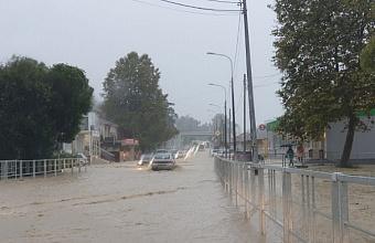 В Сочи из-за ливней перекрыли трассу в районе Лоо, Вардане и Буу
