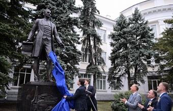Памятник изобретателю телевидения Борису Розингу открыли в Краснодаре
