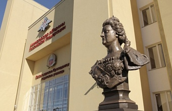 Памятник Екатерине II появился в Краснодарском Президентском кадетском училище