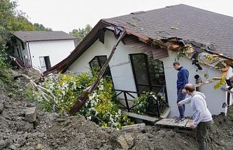 Как это было: На прошлой неделе в селе Сергей-Поле близ Сочи сошел оползень