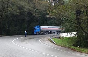 В МЧС рассказали подробности о ДТП с газовозом на трассе в Сочи