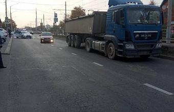 В Краснодаре грузовик насмерть сбил 17-летнюю девушку