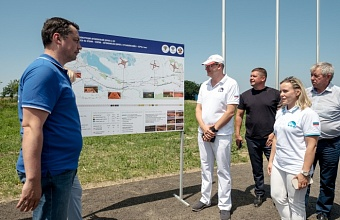 Discussing Roads to Crimea