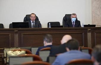 Во фракцию «Единой России» в ЗСК приняли новых парламентариев