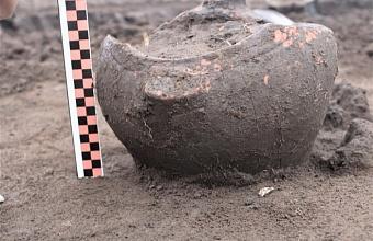 На Кубани на месте строительства дороги нашли погребальные урны XI-XII веков